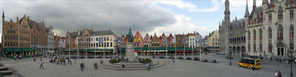 Stitched Panorama of Markt Square, Bruges By Cavalier JY (Photos personnelles) via Wikimedia Commons