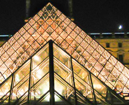 20101110-img_0546-2-edit_Louvre Pyramid with Crescent Moon_edit